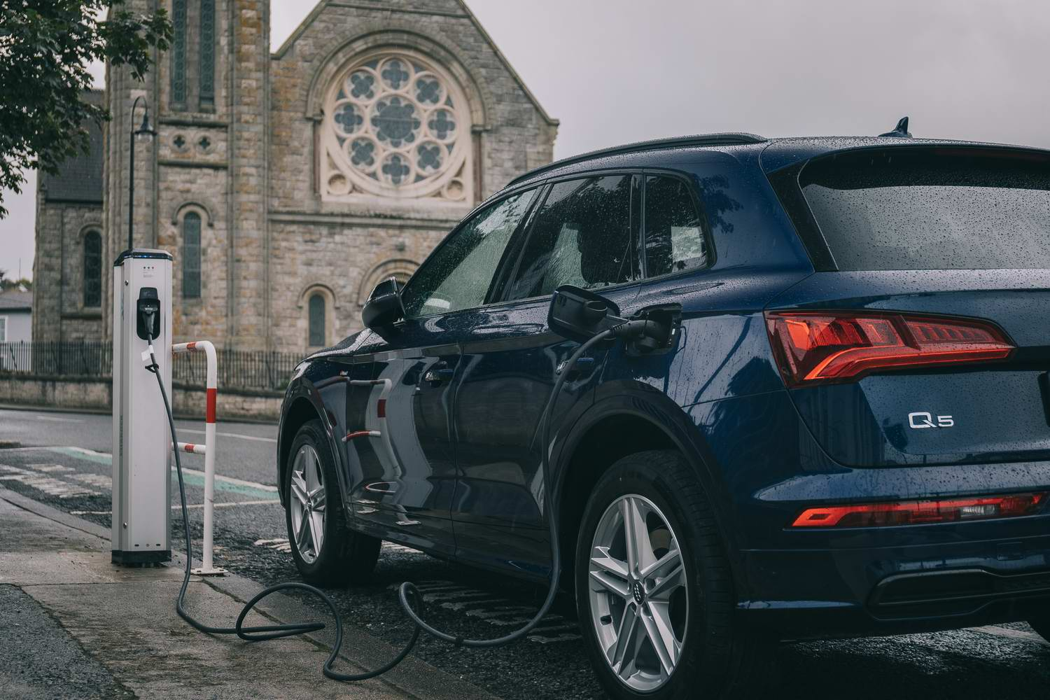 Complete Car Features | Deep Dive: Audi's plug-in hybrid Q5