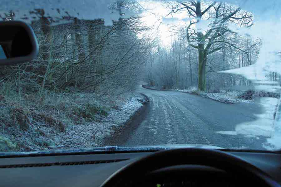 Complete Car Features | Winter, snow and ice driving tips.