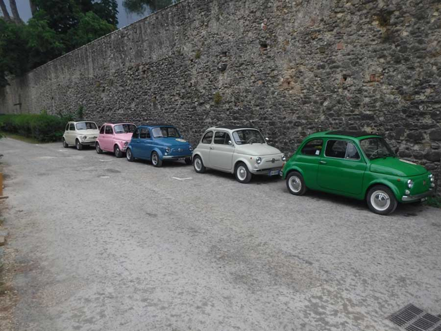 Complete Car Features | Road trip: Fiat 500 through the hills of Tuscany