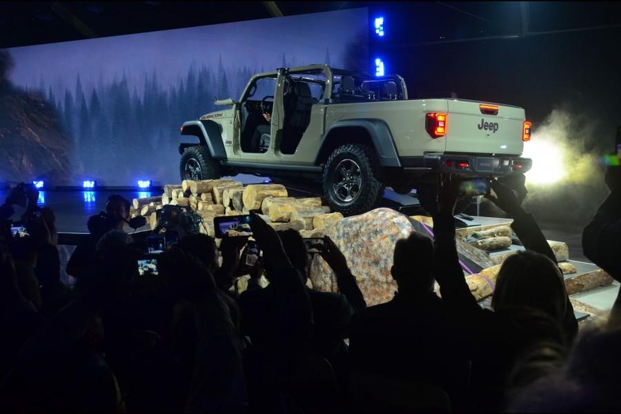 Complete Car Features | 2018 LA Auto Show - Editor