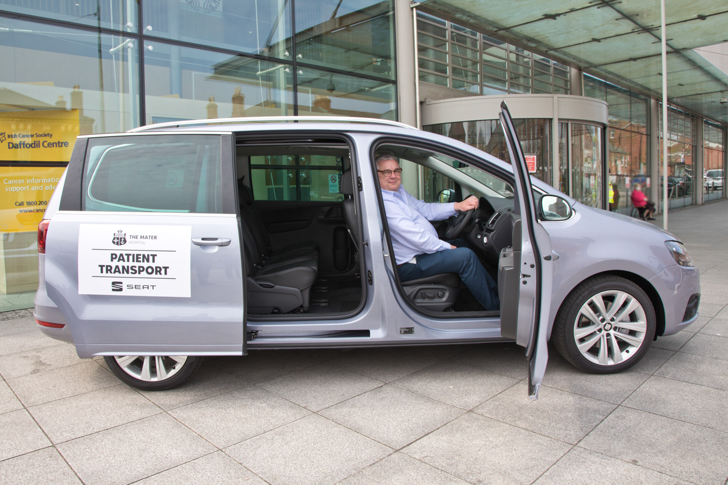 SEAT Ireland donates vehicles to the Mater Hospital