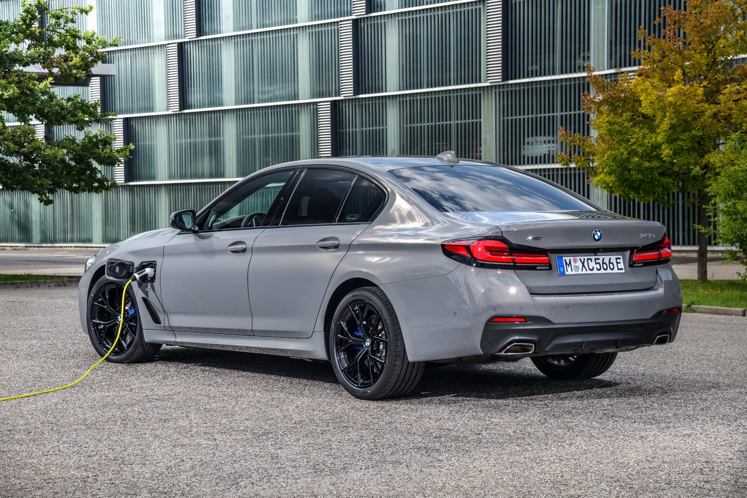 bmw 545e plug-in hybrid (2021) | reviews | complete car