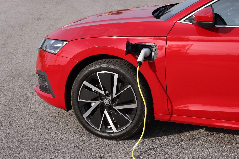 Skoda Octavia iV hybrid (2021)   Reviews   Complete Car