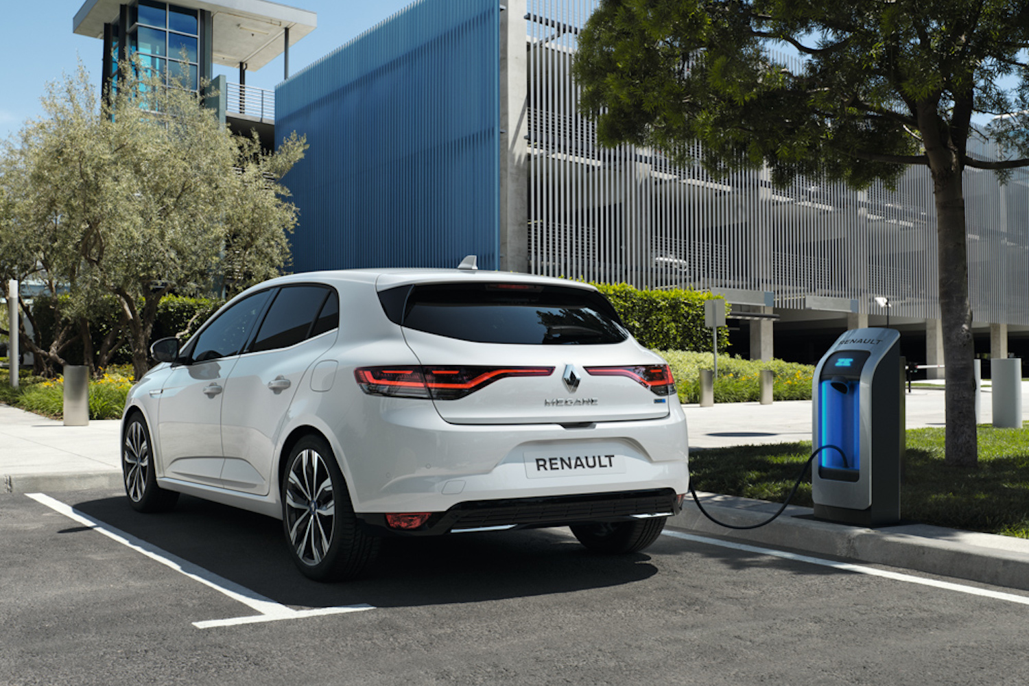 Renault expands its hybrid lineup