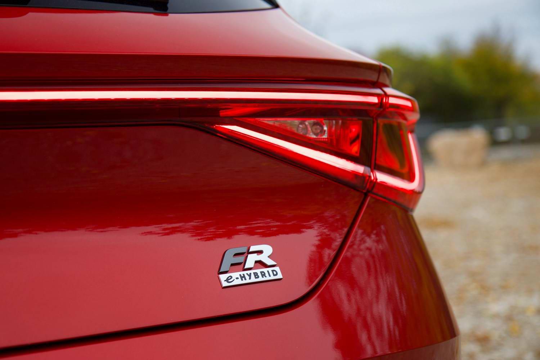 SEAT Leon e-Hybrid (2021) | Reviews | Complete Car