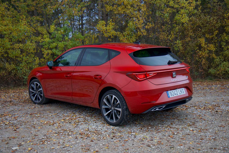 SEAT Leon e-Hybrid (2021)   Reviews   Complete Car