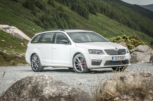 Skoda Octavia Combi Rs Reviews Complete Car