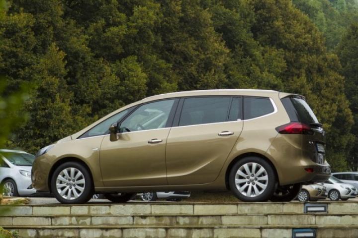 Opel Zafira Tourer 16 Cdti Reviews Complete Car