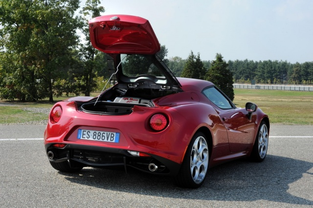 alfa romeo 4c reviews test drives complete car. Black Bedroom Furniture Sets. Home Design Ideas
