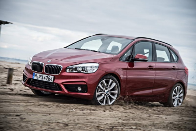 bmw 220d xdrive active tourer reviews test drives complete car. Black Bedroom Furniture Sets. Home Design Ideas