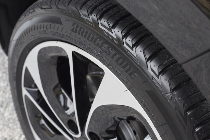 Bridgestone Driveguard Review Bmw >> Bridgestone launches run-flat tyres in Europe - car and motoring news by CompleteCar.ie