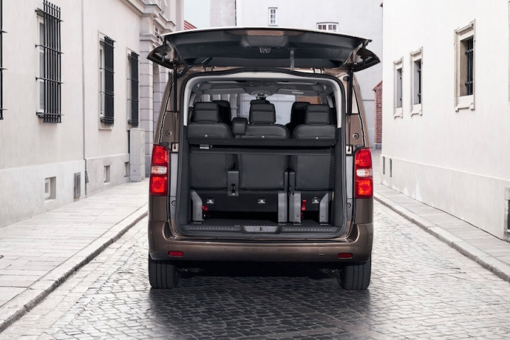 toyota proace verso reviews complete car. Black Bedroom Furniture Sets. Home Design Ideas