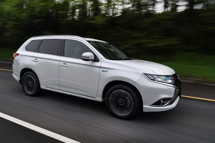 Mitsubishi Outlander PHEV   Reviews   Complete Car