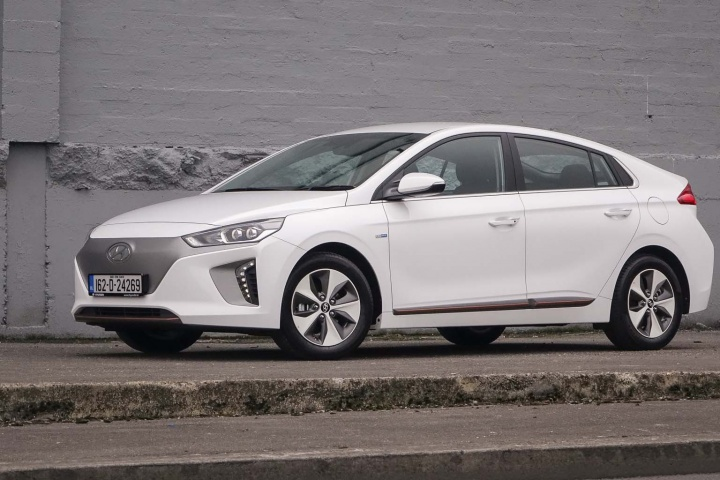hyundai ioniq electric reviews complete car. Black Bedroom Furniture Sets. Home Design Ideas
