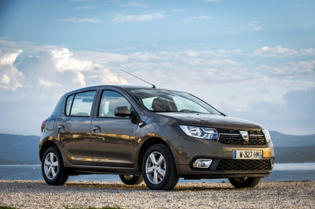 dacia sandero 1 0 sce reviews complete car. Black Bedroom Furniture Sets. Home Design Ideas