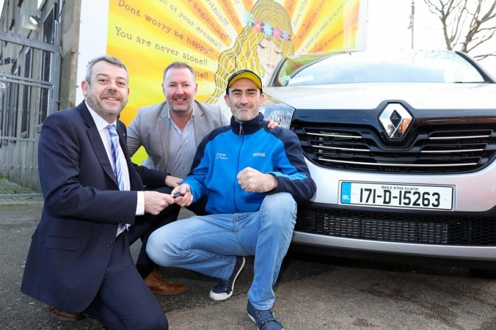 Dublin Honda Service >> Renault Ireland donates Trafic to Core Youth Service - car and motoring news by CompleteCar.ie