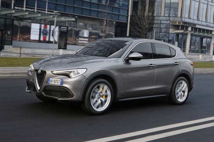 alfa romeo stelvio 2 0 petrol q4 reviews complete car. Black Bedroom Furniture Sets. Home Design Ideas