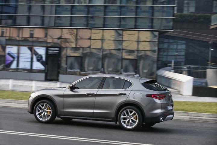 alfa romeo stelvio 2 0 petrol q4 reviews complete car. Black Bedroom Furniture Sets. Home Design Ideas
