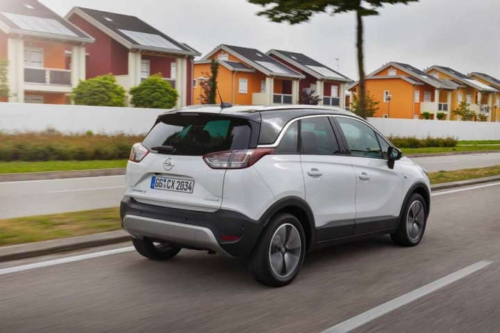 opel crossland x 1 6 diesel reviews complete car. Black Bedroom Furniture Sets. Home Design Ideas