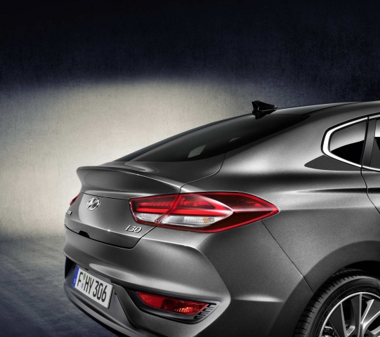 New Hyundai i30 Fastback: first details and pictures