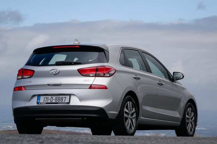 Hyundai i30 1 6 diesel   Reviews   Complete Car