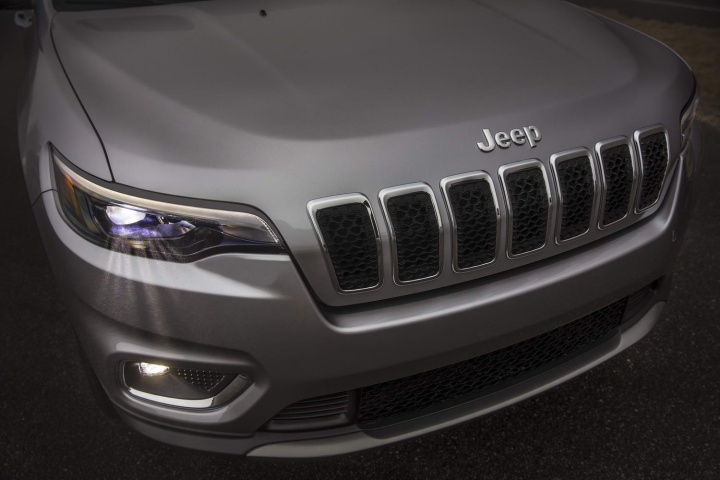New Jeep Cherokee debuts in Detroit