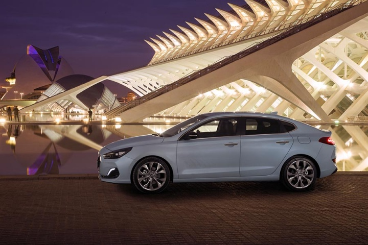 Hyundai i30 Fastback 1 0 T-GDI petrol | Reviews | Complete Car