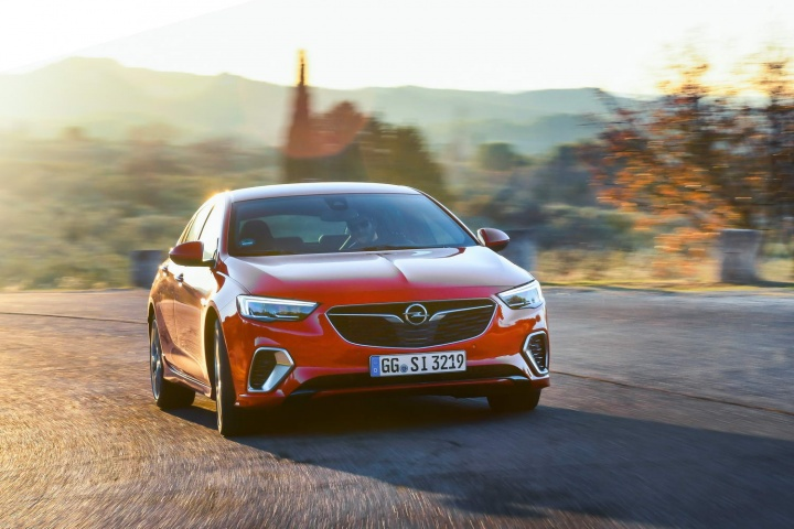 Opel Insignia Grand Sport Gsi Diesel Reviews Complete Car