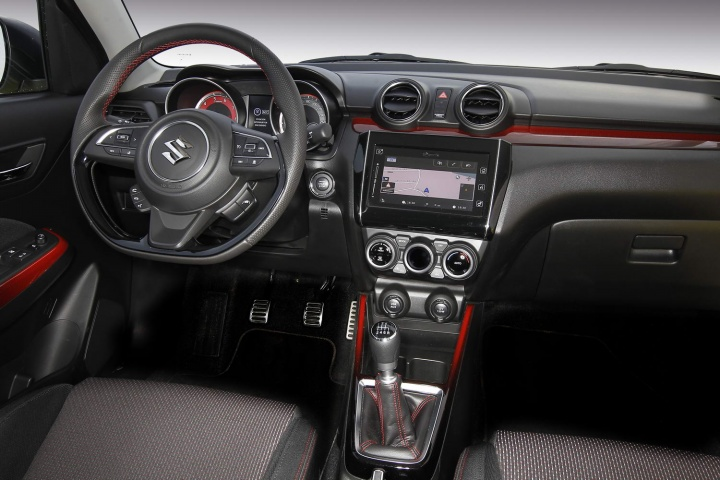 https://www.completecar.ie/img/galleries/8158/suzuki_swift_sport_interior_yellow_2018_003.jpg