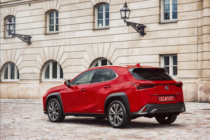 lexus ux 250h f sport reviews complete car. Black Bedroom Furniture Sets. Home Design Ideas