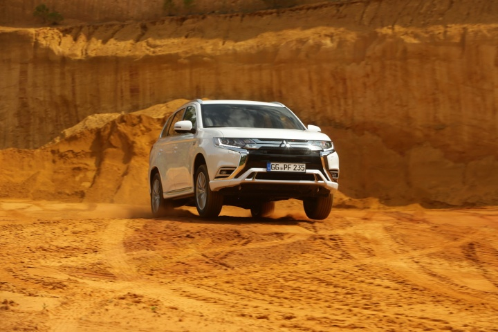 Mitsubishi Outlander PHEV | Reviews | Complete Car