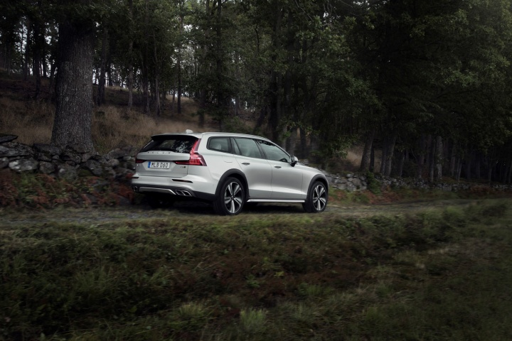 Volvo goes Cross Country for V60