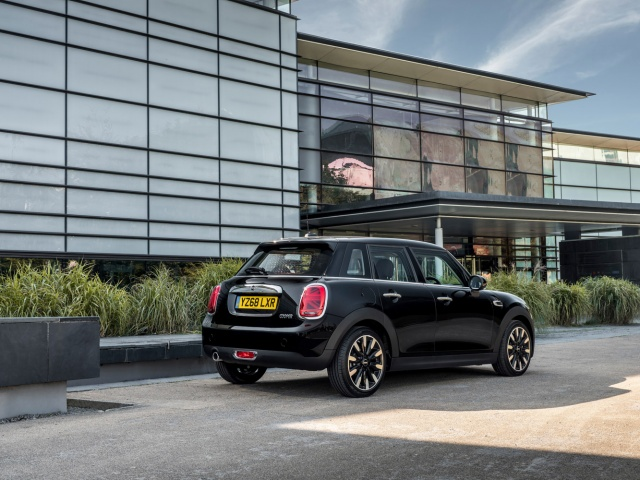 MINI updates its model range and cuts prices