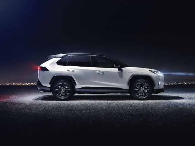 Toyota announces prices for new hybrids