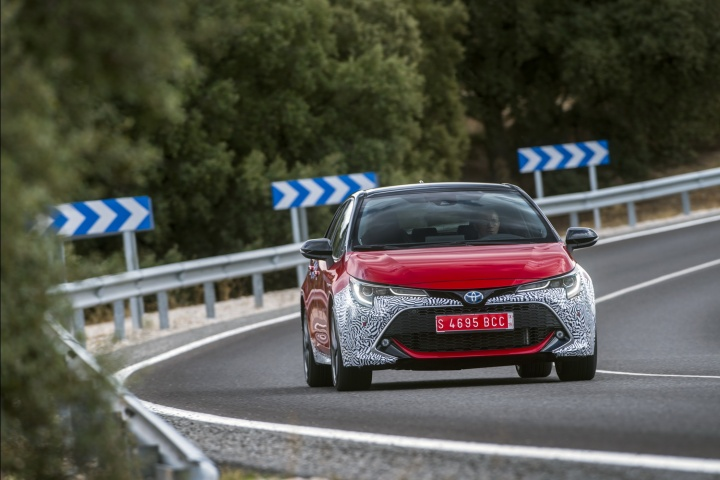 Toyota Corolla 2.0 Hybrid (2019) prototype review