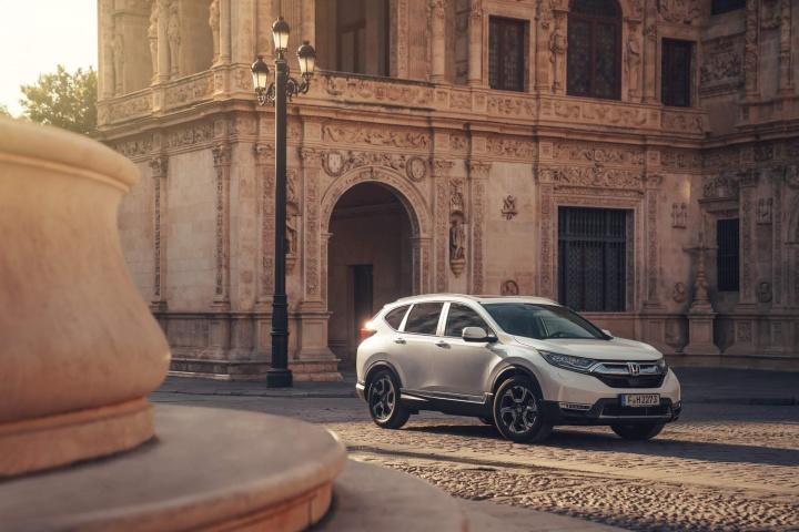Honda CR-V Hybrid (2019) | Reviews | Complete Car