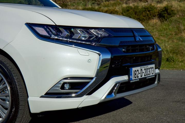 Mitsubishi Outlander PHEV hybrid (2018) | Reviews | Complete Car