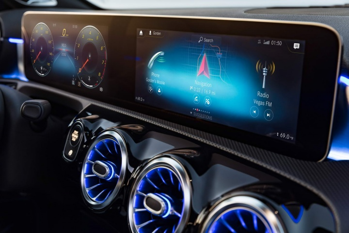 Deep Dive: Mercedes-Benz User Experience (MBUX)