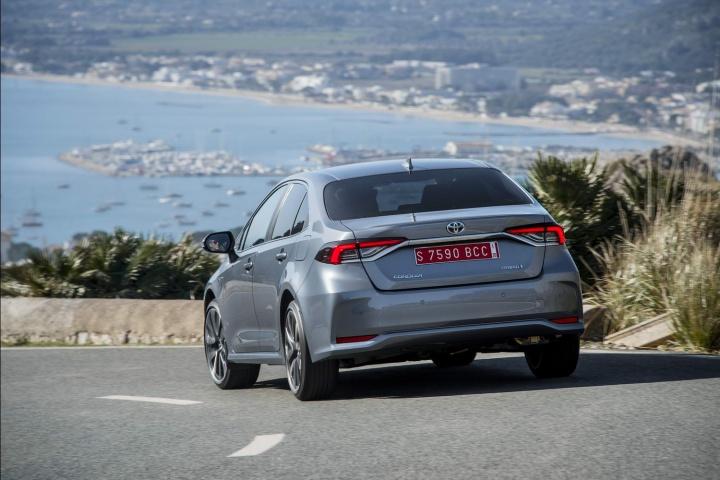 Toyota Corolla 1.8 Hybrid Saloon (2019) review