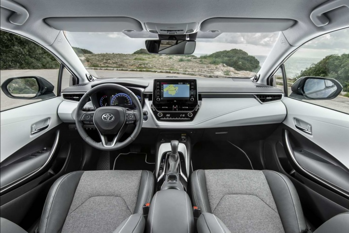Toyota Corolla 1 8 Hybrid Touring Sports Estate 2019