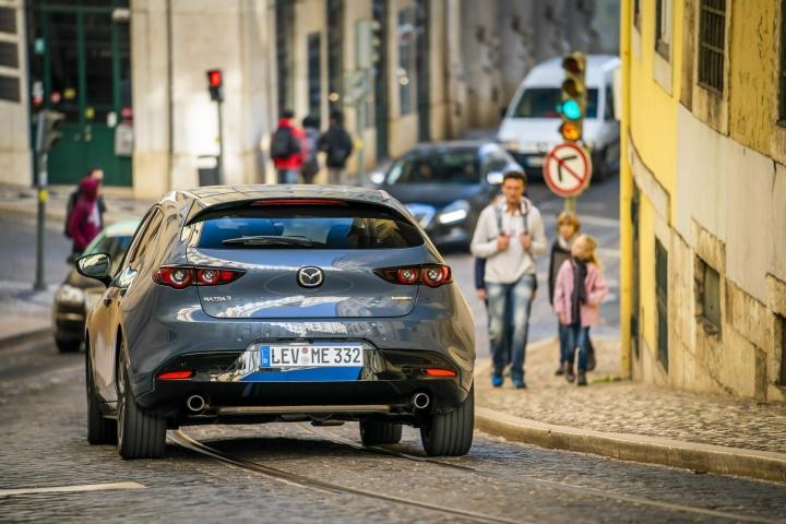 Mazda 3 2 0 SkyActiv-G M-Hybrid (2019) | Reviews | Complete Car