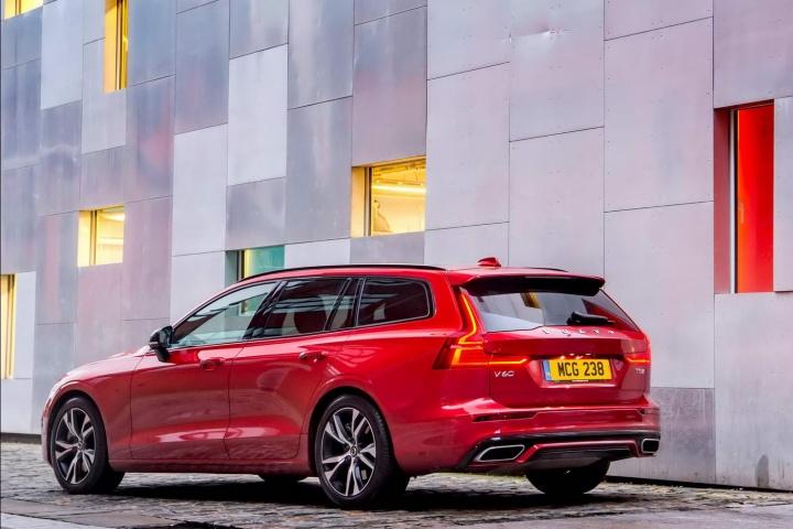 Volvo V60 R-Design T5 petrol (2019) | Reviews | Complete Car