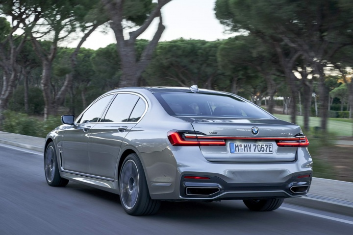 Lithium Ion Car Battery >> BMW 745Le xDrive hybrid (2019) | Reviews | Complete Car