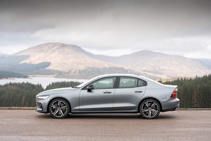 Volvo S60 Polestar >> Volvo S60 T5 R-Design (2019) | Reviews | Complete Car