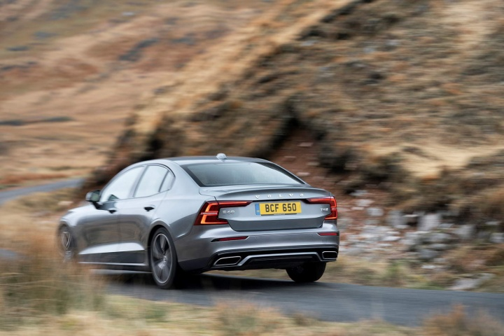 Volvo S60 T5 R-Design (2019)   Reviews   Complete Car