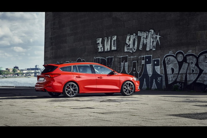 Ford reveals new Focus ST Estate - car and motoring news ...
