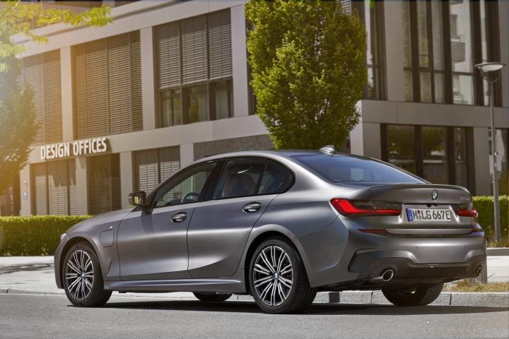 BMW 330e hybrid (2020) review