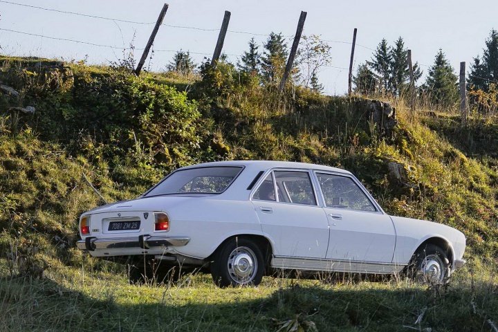 Peugeot 504 1.8 GL saloon (1974) review