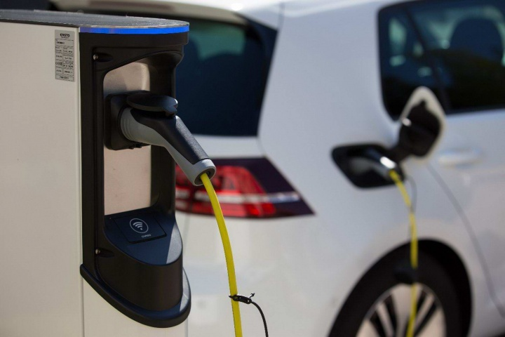Busting the electric car myths