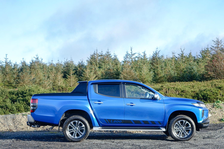 Mitsubishi L200 manual (2020) | Reviews, Test Drives ...